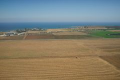 Jordbruk p? sydkusten n?ra Paphos royaltyfri foto