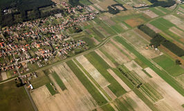 Jordbrukfält som ses från över royaltyfri foto