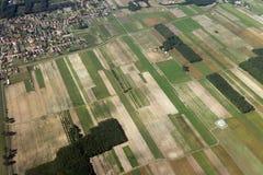 Jordbrukfält som ses från över royaltyfria bilder