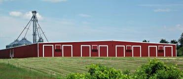 Jordbruks- byggnad i landet Royaltyfria Bilder