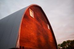 Jordbruks- ladugård för röd timmer, North Dakota royaltyfria foton