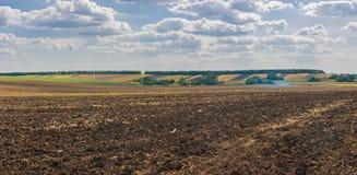 Jordbruks- landskap på nedgångsäsongen Arkivfoton