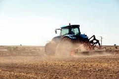Jordbruks- maskineri, arbete i fältet. Royaltyfria Foton