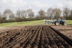 jordbruks- maskineri som planterar seederfjädern Arkivfoto