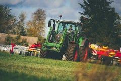 Jordbruks- maskineri visar av arkivbild