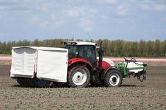 Jordbruks- traktor Fotografering för Bildbyråer