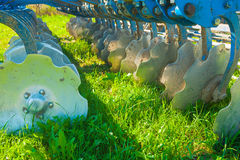 Jordbruks- utrustning plöjer för fält Royaltyfri Fotografi