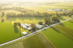 Jordbruksmark i aftonsolen Royaltyfri Fotografi