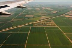 Jordbruksmarker beskådar från en nivå 2 Arkivfoto