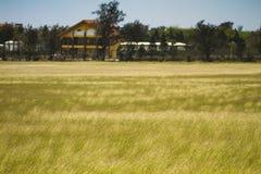jordbruksmarkliggandesikt Arkivfoto