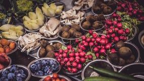 Jordbruksprodukter på stånd Royaltyfria Bilder
