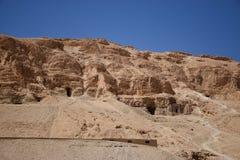 Jordfästning tillsammans med templet av Hatshepsut Arkivfoto