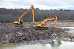 Jordföroreningåterställande med gräva och earthmovingarbete. Royaltyfria Foton