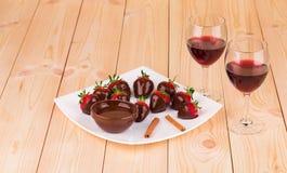 Jordgubbar i choklad Fotografering för Bildbyråer