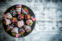 Jordgubbar i choklad med USA-garnering Royaltyfria Foton