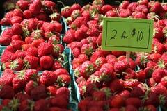 Jordgubbar marknadsför in Royaltyfria Bilder
