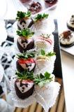 Jordgubbar med choklad för ett bröllop Royaltyfri Fotografi