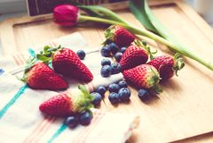 Jordgubbar och blåbär Royaltyfri Bild