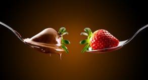 Jordgubbar och choklad Royaltyfri Bild