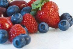 Jordgubbe blåbär, hallon Fotografering för Bildbyråer
