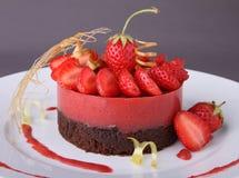 jordgubbe för chokladefterrättbakelse royaltyfri foto