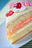 jordgubbe för födelsedagcakekräm Royaltyfri Bild