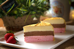 Jordgubbe Mille Crepe Cake Royaltyfri Foto