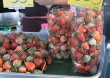 jordgubbe ny jordgubbe Röd jordgubbe Jordgubbefruktsaft Fotografering för Bildbyråer