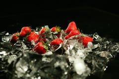 Jordgubbe och is Arkivfoto