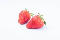 Jordgubbe på vit bakgrundsfruit& x27; healthful fruktjuice för s som är användbar royaltyfria bilder