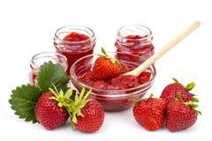Jordgubbedriftstopp med nya jordgubbar Arkivbild