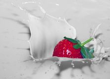 Jordgubbefärgstänk arkivfoto