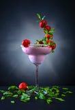 Jordgubbeskaka med pepparmint Royaltyfri Foto