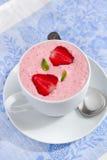 Jordgubbesmoothie med yoghurt Arkivbild