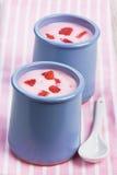 Jordgubbeyoghurt royaltyfri bild