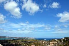 Jordiskt paradis i det medelhavs- Skärgård av Maddalena, Caprera ö arkivfoto