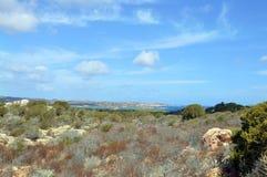 Jordiskt paradis i det medelhavs- Skärgård av Maddalena, Caprera ö Arkivfoton