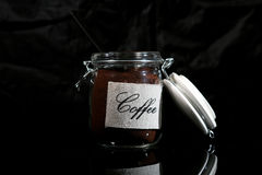 Jordkaffe i en glass krus Royaltyfri Fotografi
