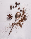 Jordkaffe- och silversked Arkivbild