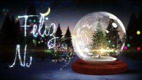 Jordklot för julgraninsidasnö med magisk hälsning i spanjor stock video