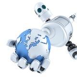 Jordklot i handen av roboten begrepp isolerad teknologiwhite isolerat Innehåller den snabba banan Arkivbilder