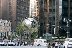 Jordklot nära Columbus Circle, New York City Arkivfoton