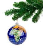 Jordklot- och jultree Royaltyfria Bilder