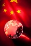 Jordklot och Kina flagga arkivbilder