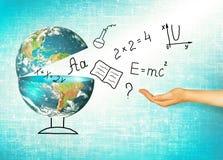Jordklot och symboler av skolan bilda begrepp Illustration 3d av det bildande begreppet Formler teckningar och Arkivbilder