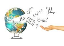 Jordklot och symboler av skolan bilda begrepp Illustration 3d av det bildande begreppet Formler teckningar och Royaltyfria Foton