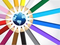Jordklot och uppsättning av färgpennor Arkivfoton