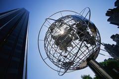 Jordklotskulptur på trumfInternationalhotellet Royaltyfri Bild