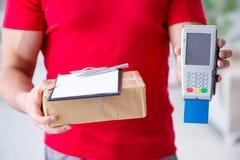 Jordlottleveransen som betalas med pos. och kreditkorten Arkivfoton