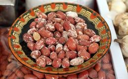Jordnötter Bunken av aromatiska grillade jordnötter med saltar Ovalt kärna ur av ett södra - den amerikanska växten, grillat, ste royaltyfri fotografi